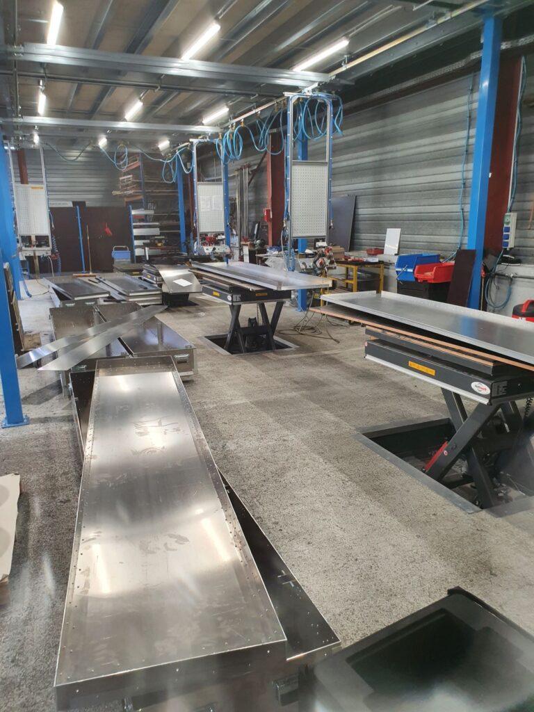 Caisse aluminium en cours de fabrication